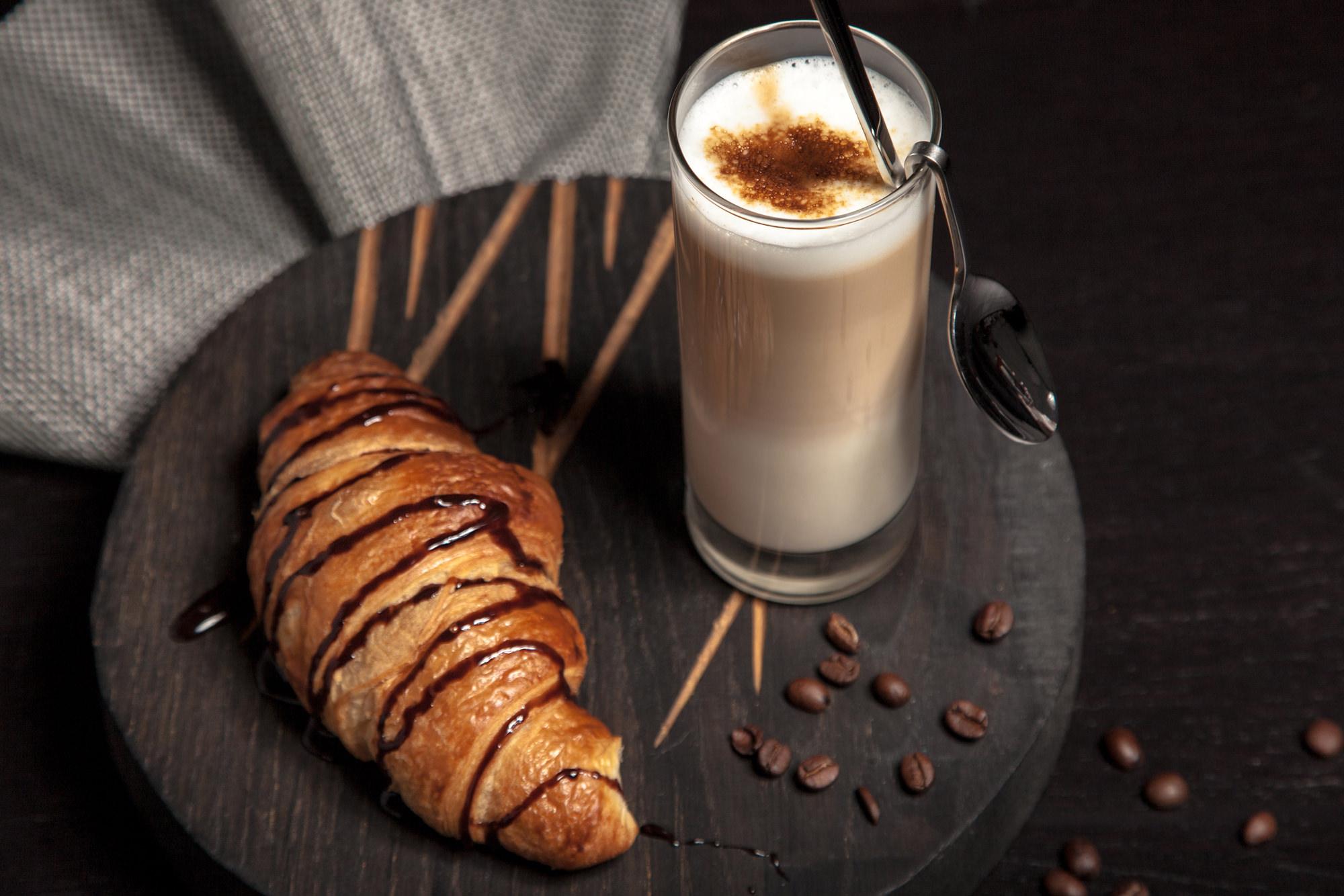 Ofenfrische Brötchen und Kaffee im Schmidt´s Laden in Alt Garge